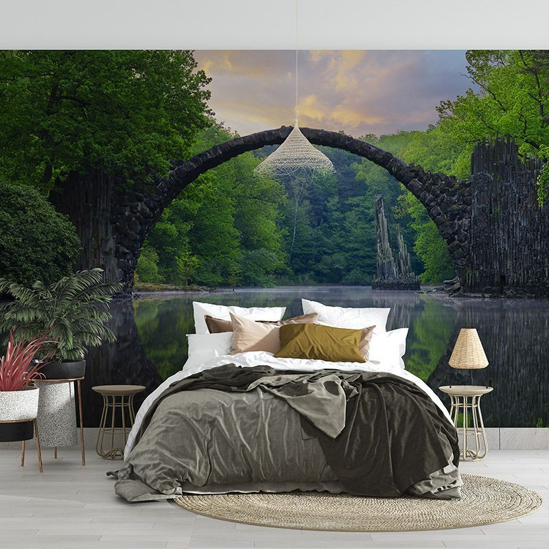 Fototapeta Okrągły most w lesie nad wodą